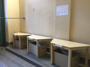 Abhol- und Austauschstation für die Schulmaterialien der Kinder